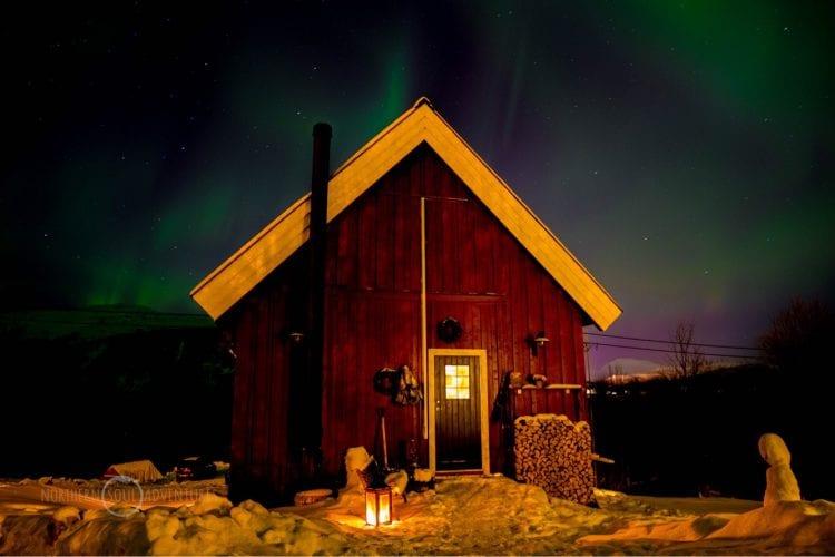 Budeia Lodge Northern lights night sky