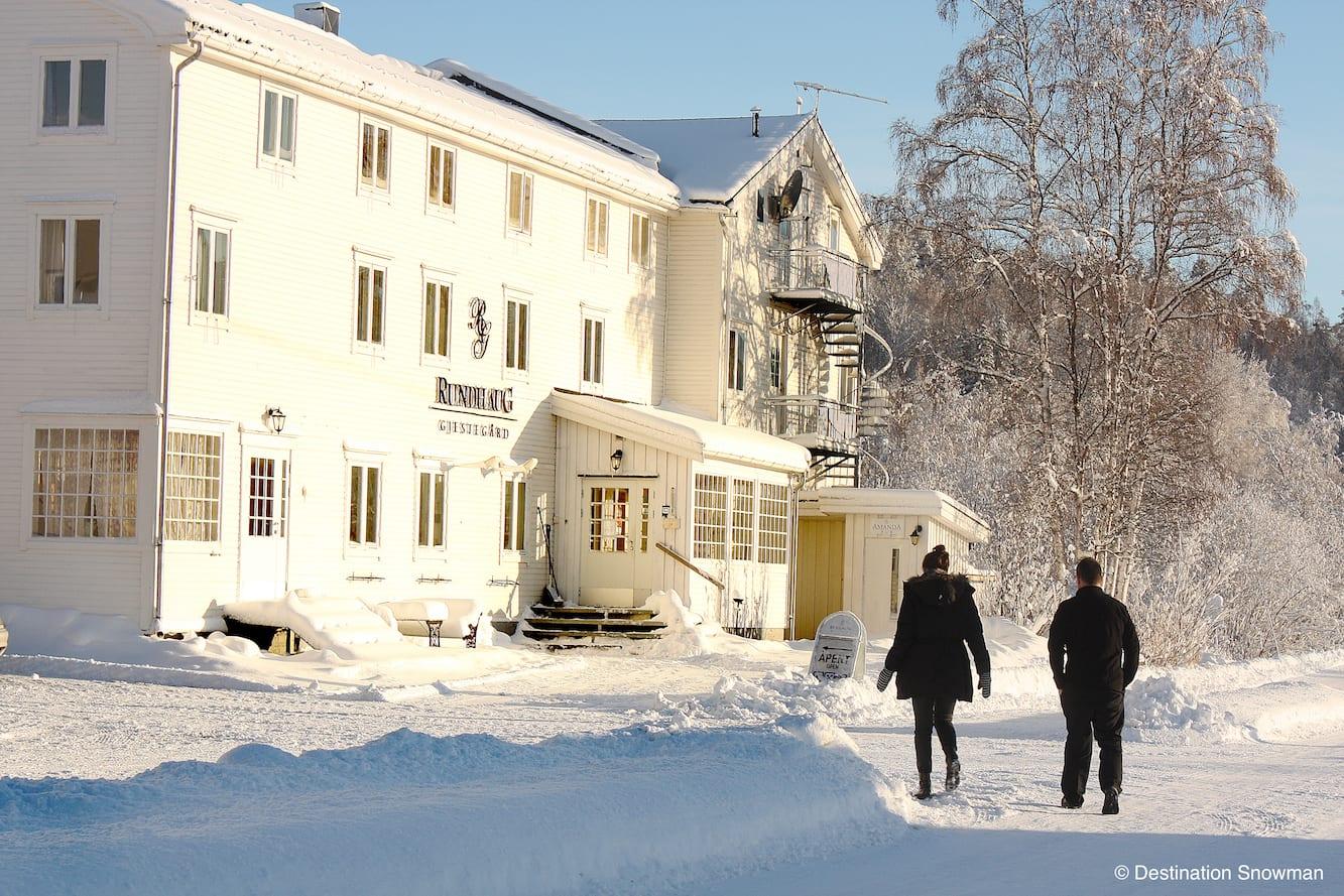 Rundhaug Gjestegard building outdoor snow spring