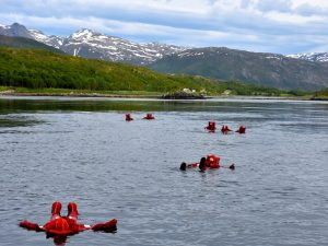 Hamn i Senja sea body rafting
